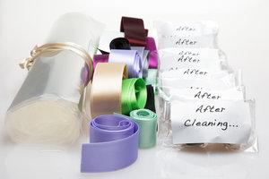 Present-kit med cellofan, chokladtryfflar och satinband